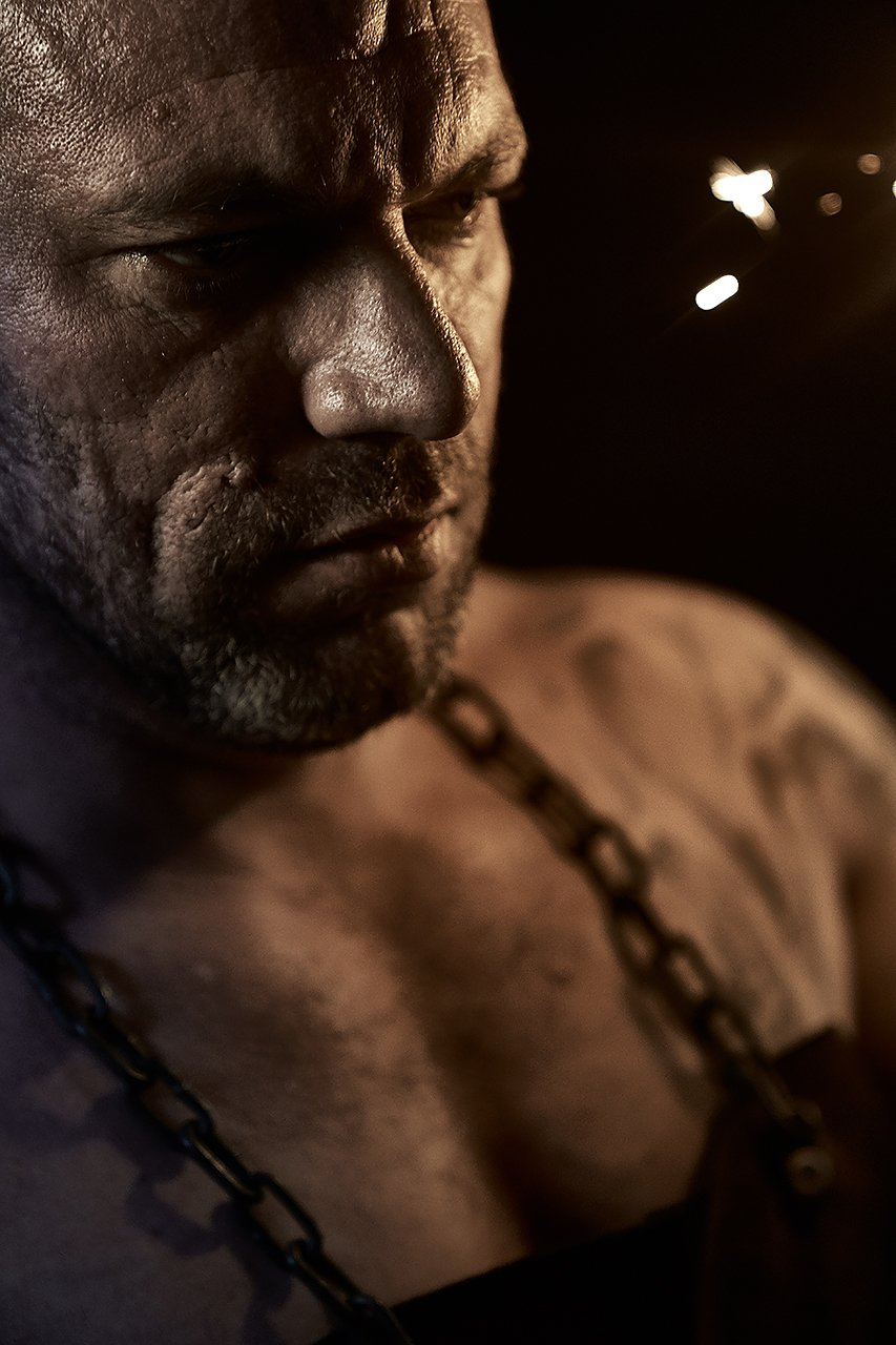 мужской портрет, цепь, кузнец, искры, сила, мощь, огонь, кузня, Комарова Дарья