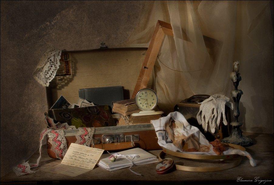 чемодан, письма, память, история, натюрморт, будильник, книга, подсвечник, вышивка, мулине, пяльца, альбом, фотографии, Eleonora Grigorjeva