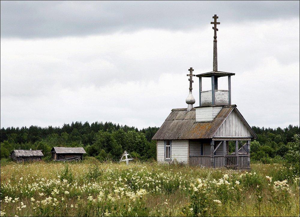 часовня, высокая трава, крест,, Victor Pechenev