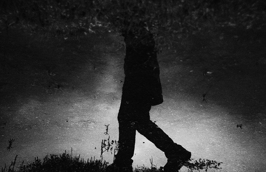 B&w, Black & white, Black and white, Grass, Human, Land, Man, Mirror, Nikon, Nikon D90, Земля, Лужа, Отражение, Трава, Ч/б, Чб, Человек, Черно-белое фото, Галямов Рустем