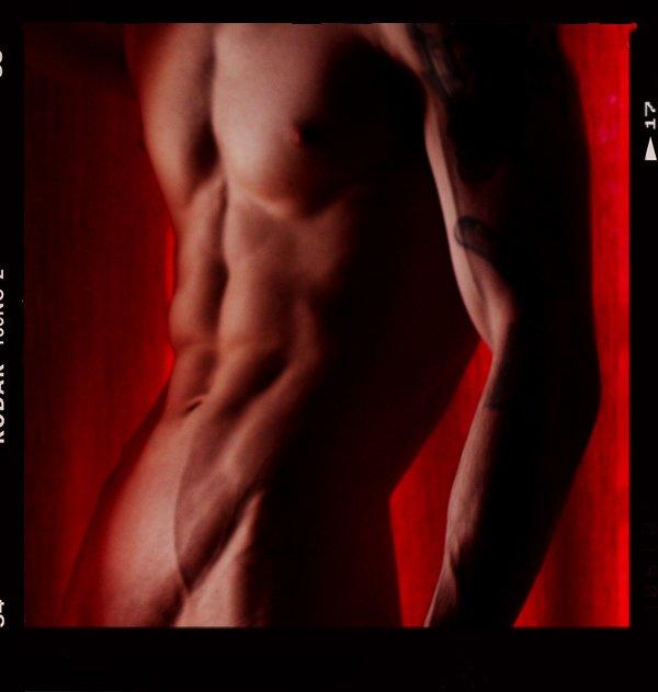 рельеф, тело, портьеры, красный, чёрный, плёнка, мужчина, ню, LaCesLice