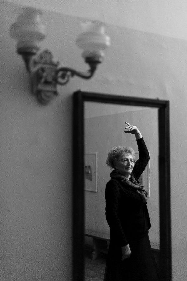 Женщина, Отражение, Репортаж, Рука, Танец, Чб, Черно-белое, Петр Филатов