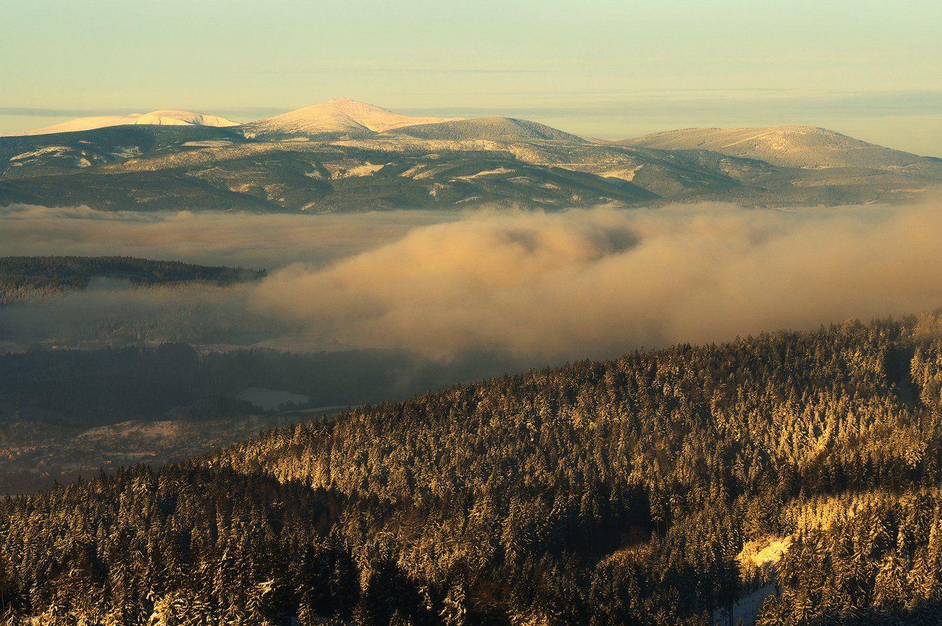 , Fog, Gold hour, Mist, mountains, Poland, Sunrise, Winter, Robert