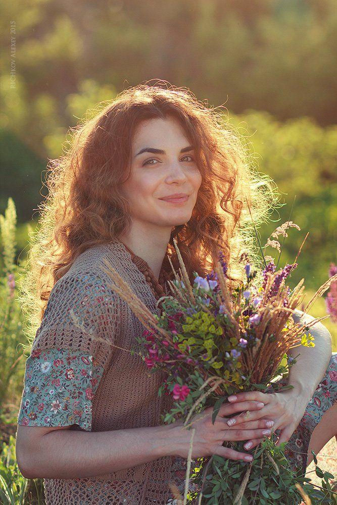 портрет девушки, лето, полевые цветы, улыбка, эмоции, позитив, счастье,, Рычков Алексей