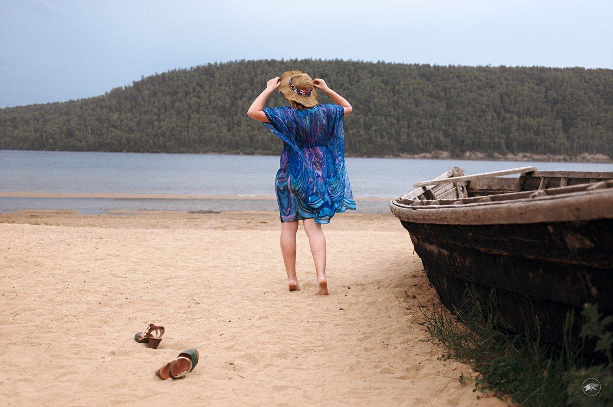 девушка, вода, песок, пляж, лодка, шляпа, шляпка, ножки, природа, Роман Золотой