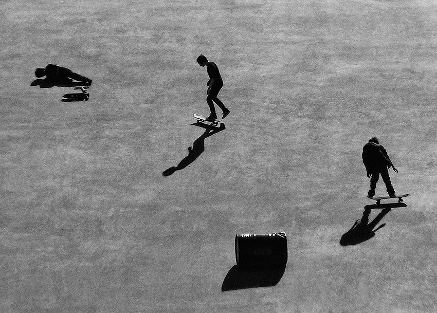скейтбордисты, тени, площадь, Елена Карлинг