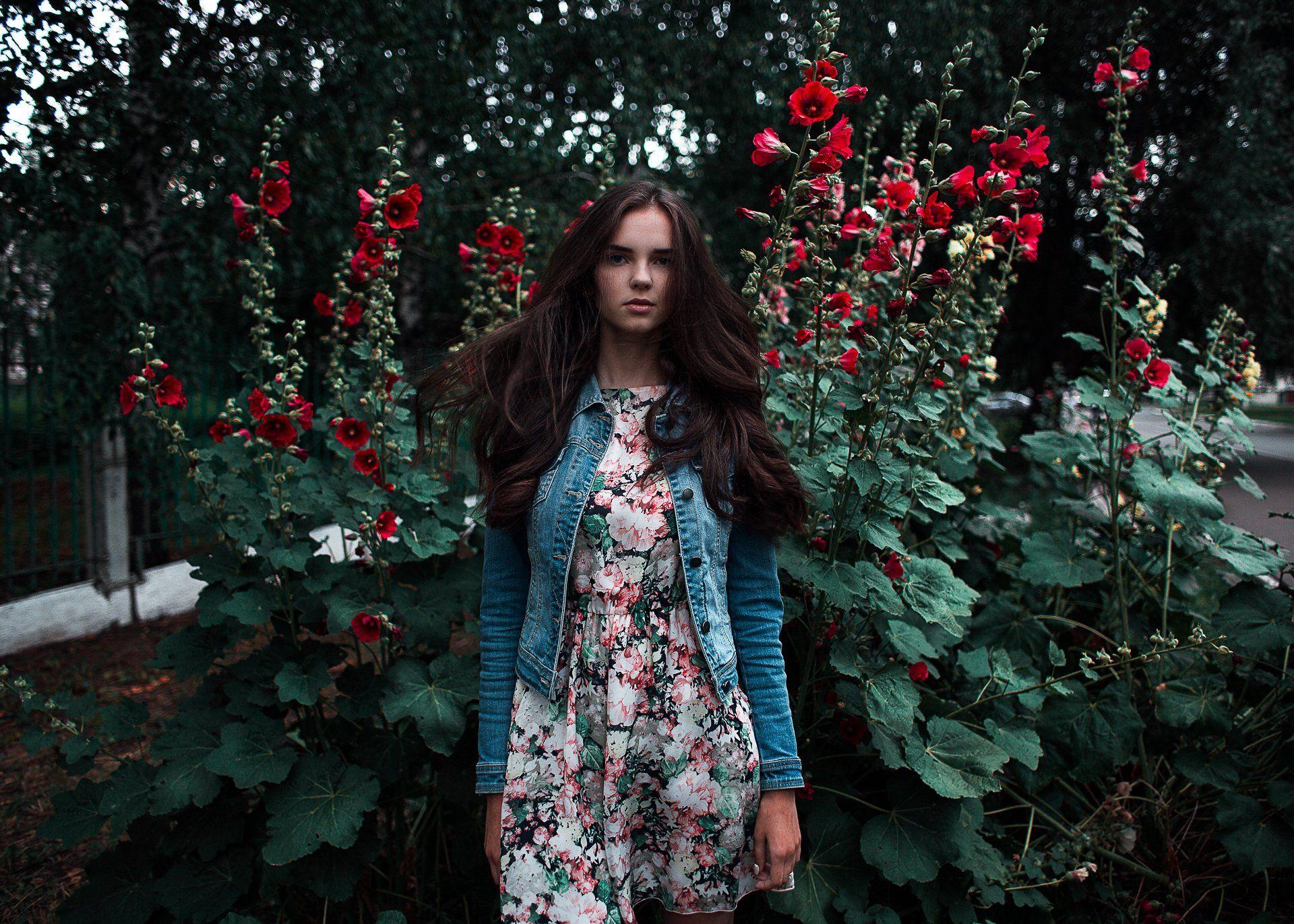 девушка, цветы, лето, закат, зеленый, платье, красные, girl, flowers, sun, sunset, Блохин Антон