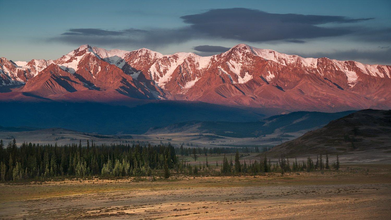 пейзаж, природа, горы, хребет, вершина, снег, снежные, степь, долина, лес, большой, красивая, высокий, масштаб, размер, утро, восход, красный, желтый, зеленый, голубой, алтай, сибирь, Дмитрий Антипов