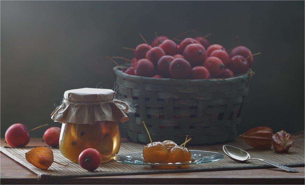 натюрморт, яблоки, варенье, контровый свет, осень, урожай, банка, корзина, красный, желтый, зеленый, Анна Губина
