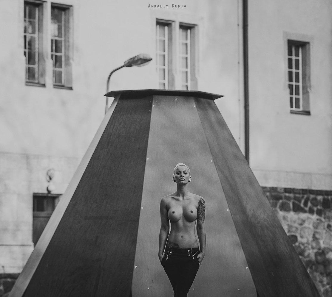 Black and white, Conceptual, Nude, Nude art, Nude in public, Аркадий курта, Арт ню, Берлин, Германия, Город, Жанр, Модель, Ню.обнаженная натура, Портрет девушки, Уличный жанр, Аркадий Курта