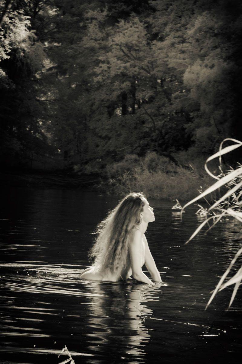 ню, девушка, русалка, черно-белое, вода, озеро, лето, камыши, Сергей Козинцев