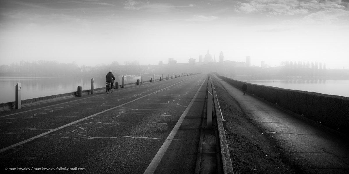 Italy, Mantowa, city, gauze, haze, horizon, landscape, path, perspective, road, water, Италия, Мантуя, вода, горизонт, город, дорога, дымка, мгла, мираж, пейзаж, перспектива, путь, туман, Максим Ковалёв
