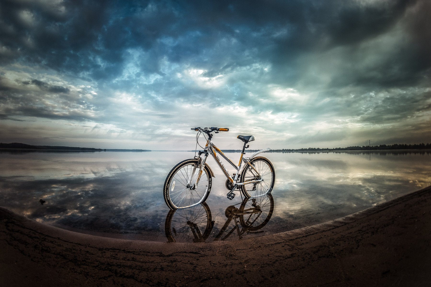 утро озеро велосипед облака берег отражение пеленг, Афиногенова Татьяна