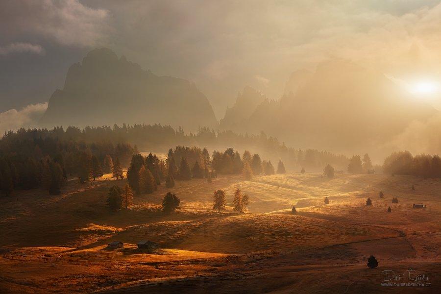 Alpe di siusi, Alps, Alta Badia, Autumn, Autumn colors, Clouds, Dolomites, Fog, Mist, Morning, Morning colors, Morning light, Mountains, Roks, Saiser Alm, Sassolungo, Sky, Sun's rays, Sunrise, Trees, Daniel Řeřicha
