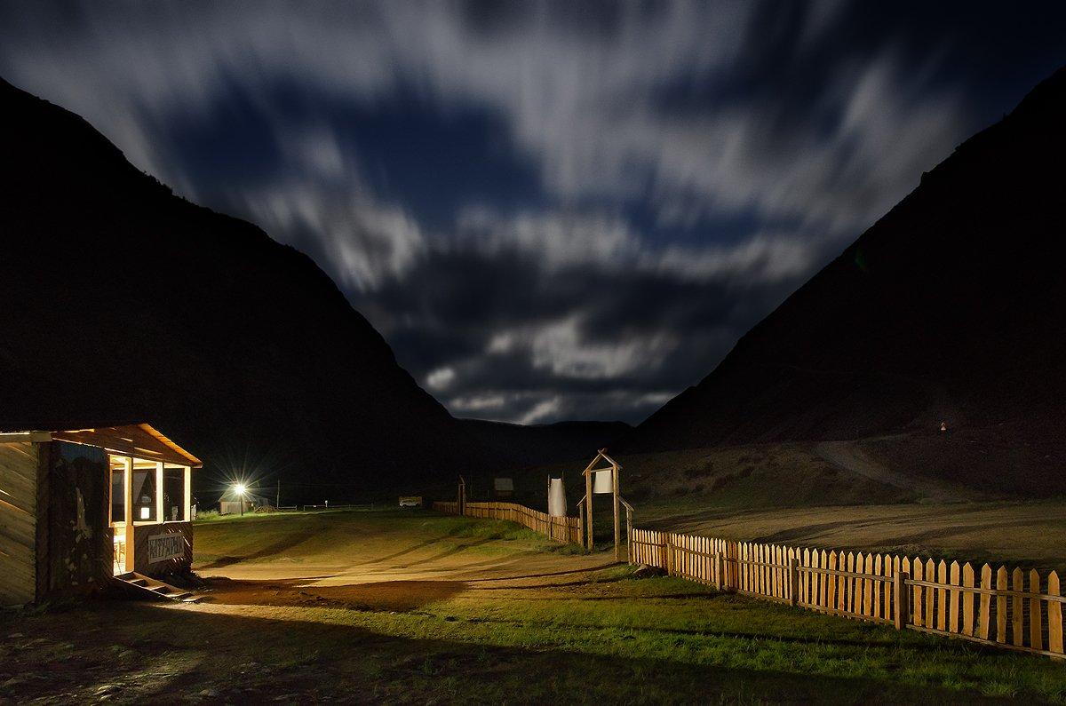 пейзаж, природа, ночь, свет, база, кату-ярык, чулышман, алтай, сибирь, горы, перевал, забор, лунная, красивая, высокий, большой, путешествие, туризм, Дмитрий Антипов