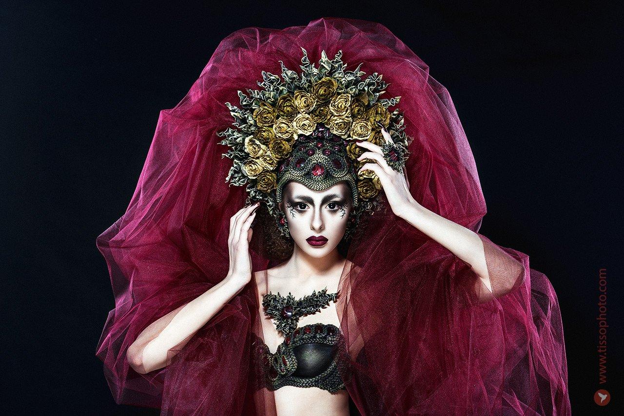 портрет, девушка, лицо, красота, украшения, камни, головной убор, корона, цветы, кольцо, руки, взгляд, ткань, студия, Сергей Тиссо