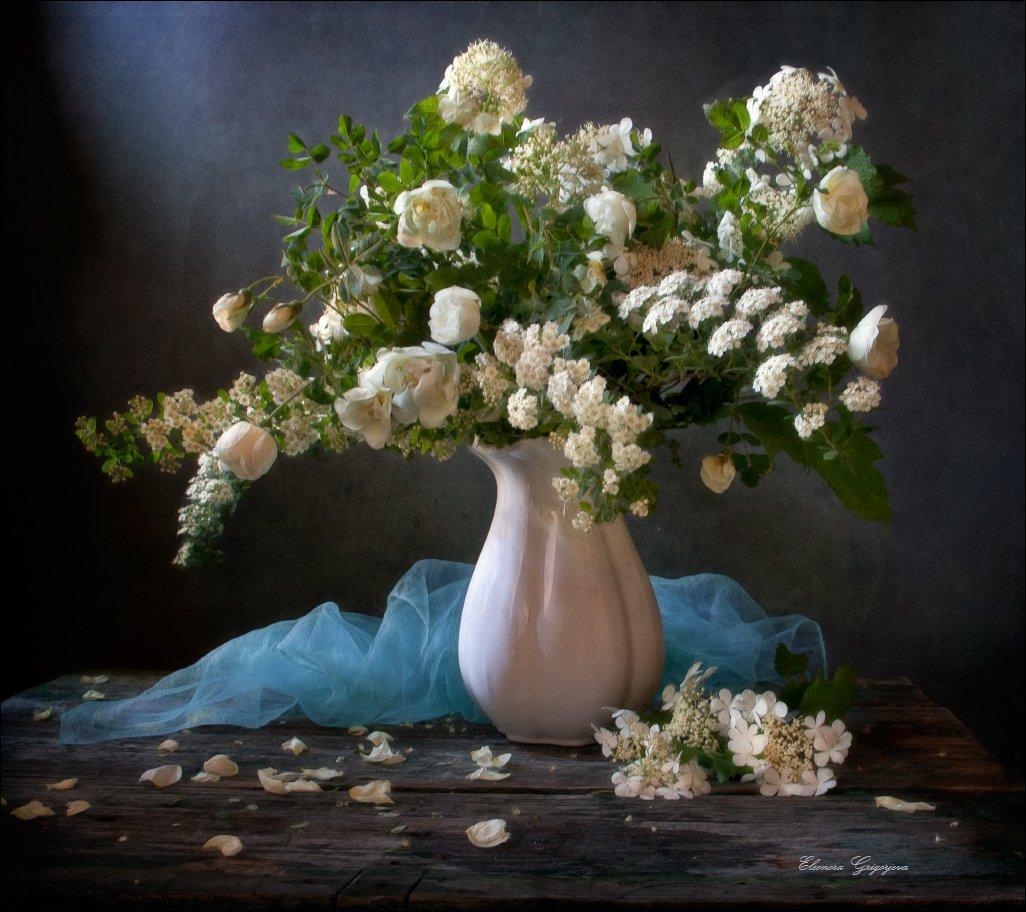 белые цветы, белый цвет, голубой, лето, натюрморт, шиповник, Eleonora Grigorjeva