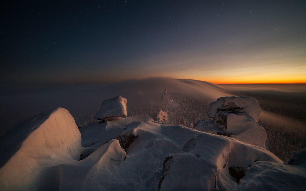 пейзаж,закат,звезды,камни,горы,россия,свет,горы,перспектива,туман,снег,зима, Истомин Виталий