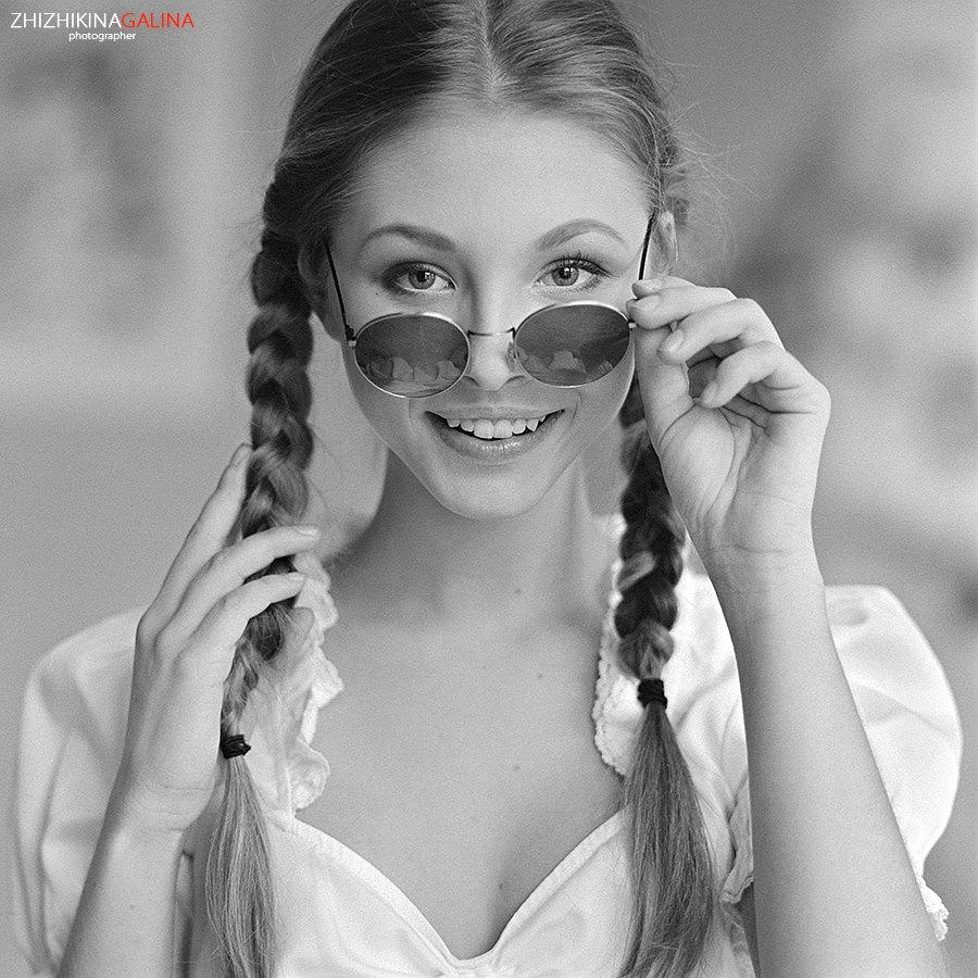 девушка, портрет, гламур, лицо, глаза, очки, чб, черное, белое, жанр, искусство, креатив, свет, фото, фотосессия, фотография,  photo, face, photography, hasselblad, film, middle, b&w, soul, portrait, m-format, 6x6, nature, black, white, Galina Zhizhikina