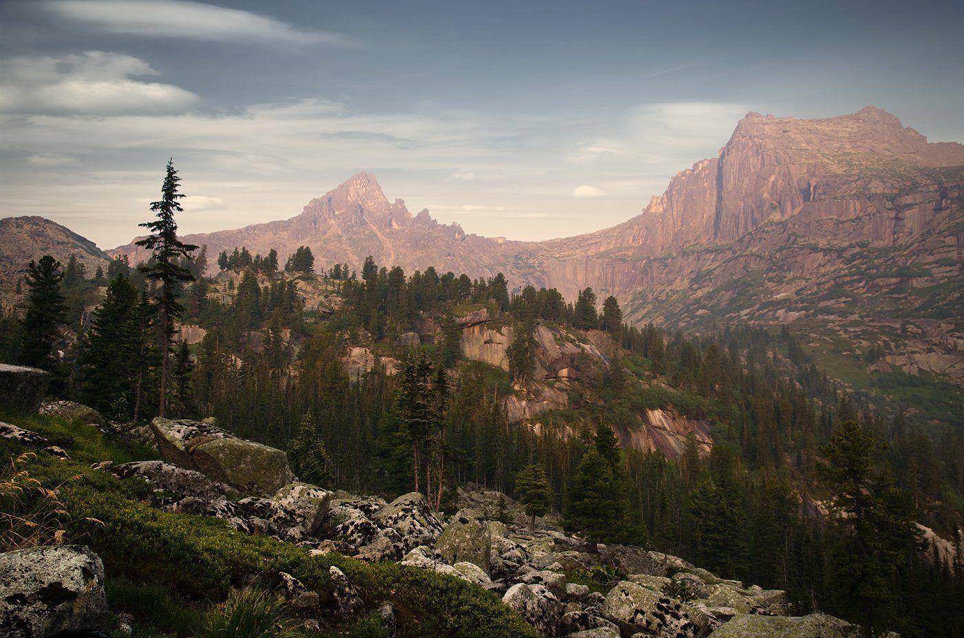 большой, вечер, вид, высокий, горы, деревья, ергаки, зеленый, камни, красивый, красноярский край, красный, озеро, оранжевый, пейзаж, природа, размер, разрешение, розовый, саяны, серый, сибирь, скалы, тайга, хвойный, Дмитрий Антипов