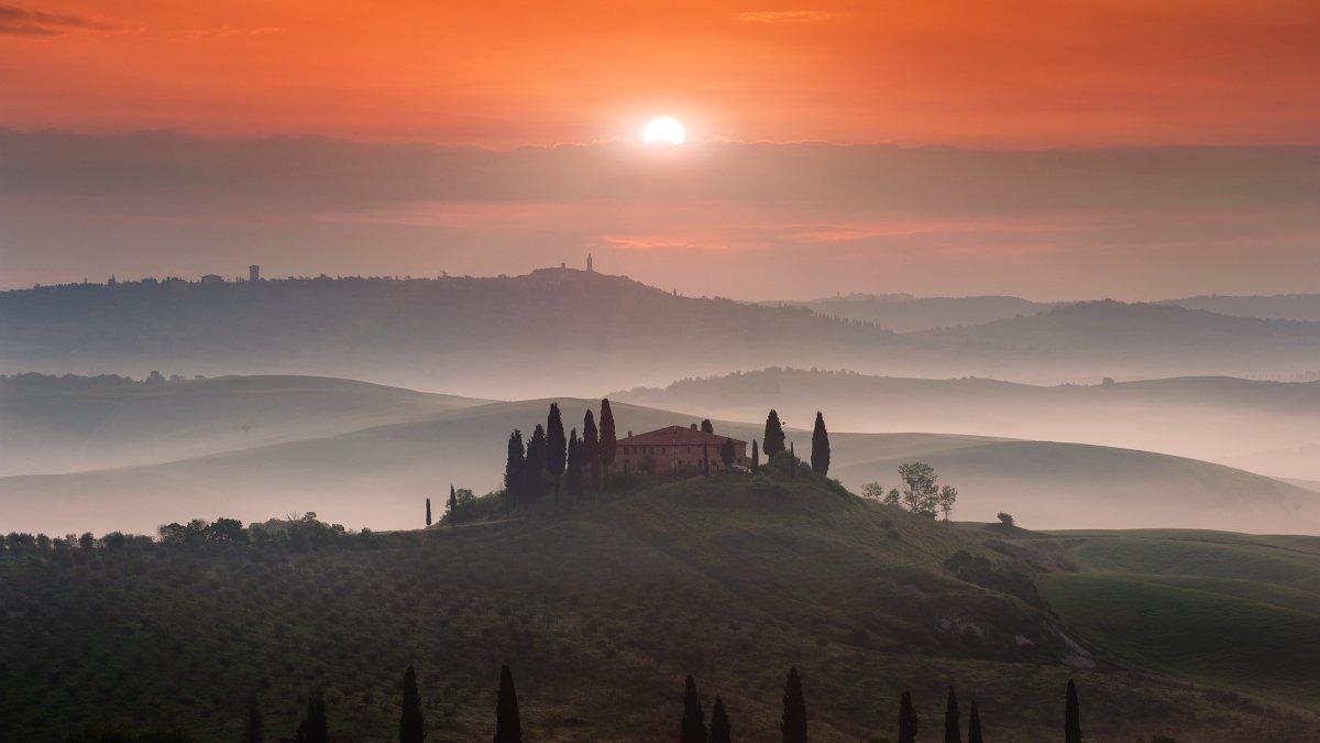 Tuscany, Italy, Pienza, belvedere, fog, mist, sun, first light, meadows,, Tomáš Morkes
