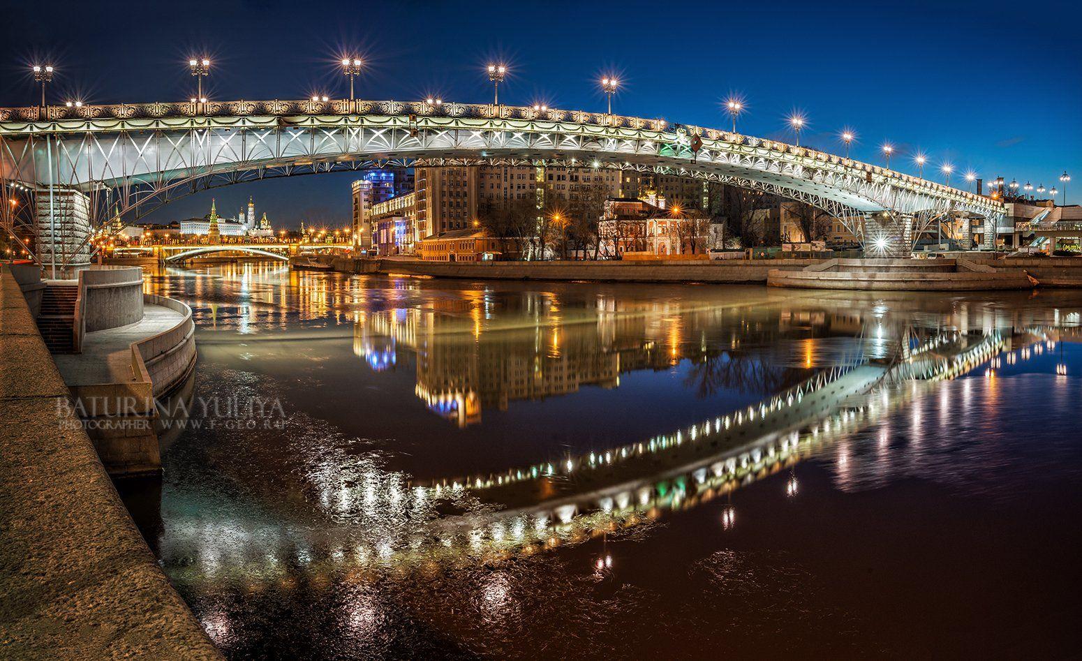 Москва, Патриарший мост, утро, ночь, отражение, Кремль, мост, набережная, город, Юлия Батурина