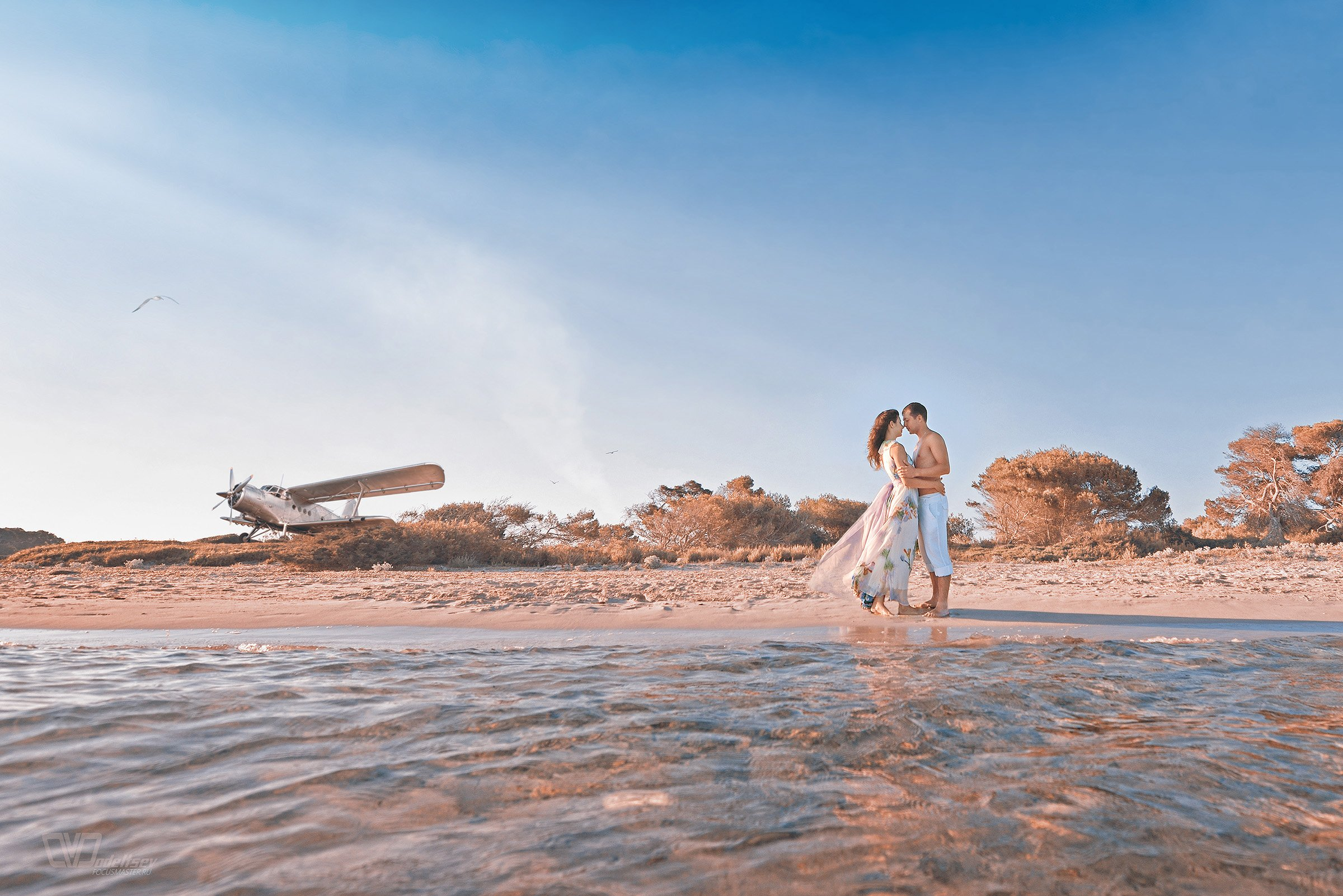 берег, море, двое, пара, парень, девушка, влюбленные, самолет, небо, Дмитрий Додельцев