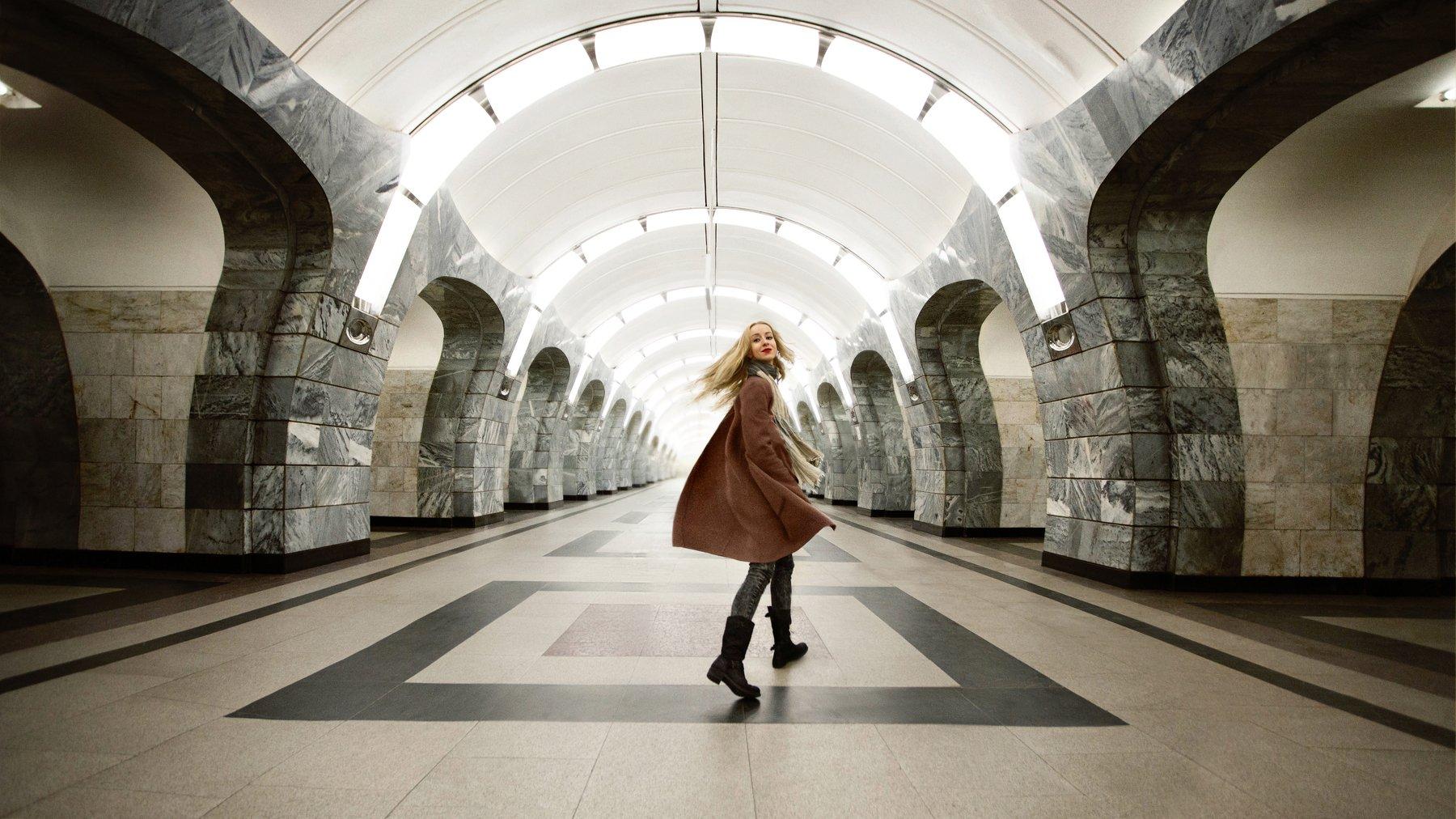 девушка, зима, Москва, метро,girl, winter, Moscow, Metro, Александра Маркварт