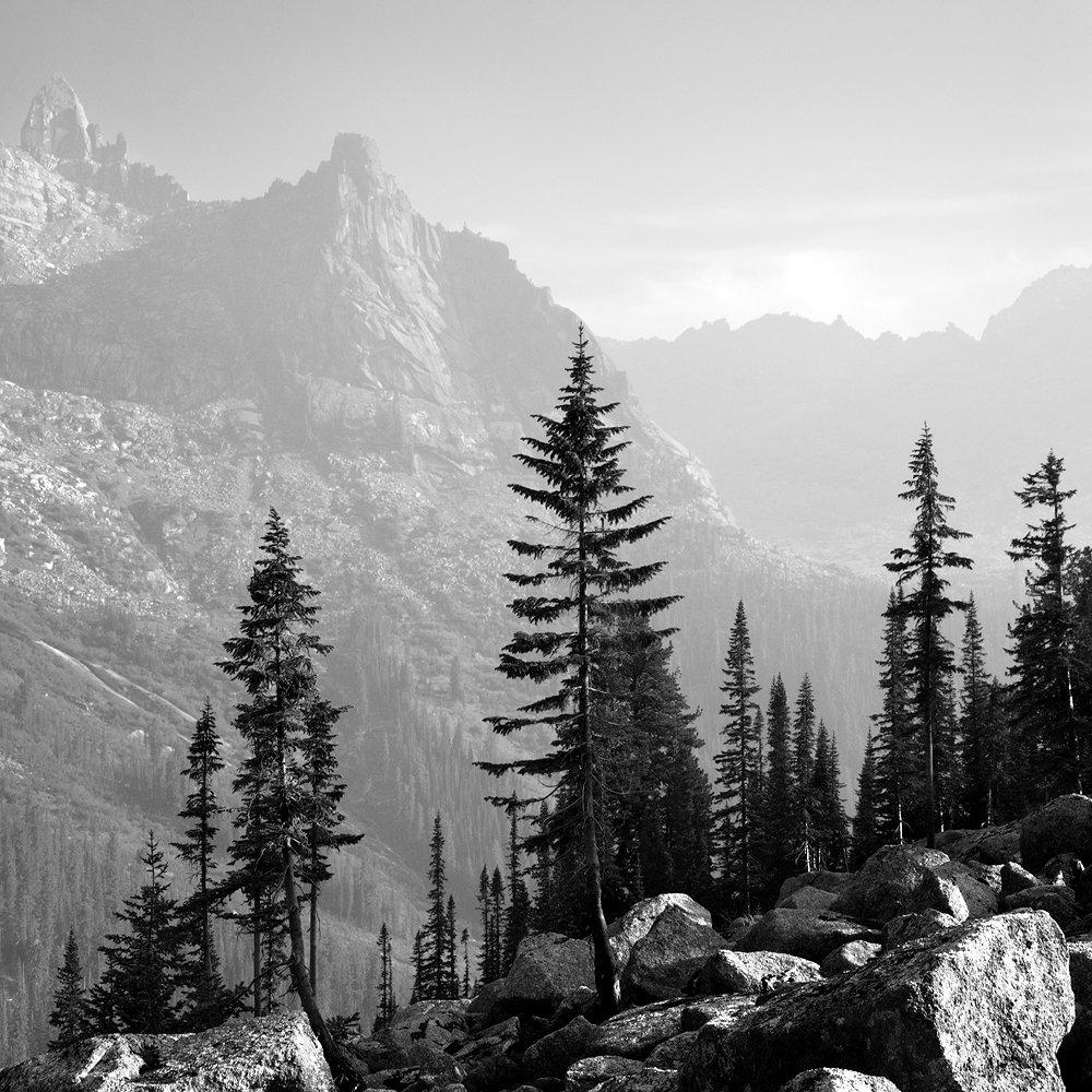 большой, вечер, высокий, голубой, горы, деревья, дымка, ергаки, зеленый, камни, красивый, красноярский край, пейзаж, природа, размер, разрешение, саяны, сибирь, скалы, тайга, Дмитрий Антипов