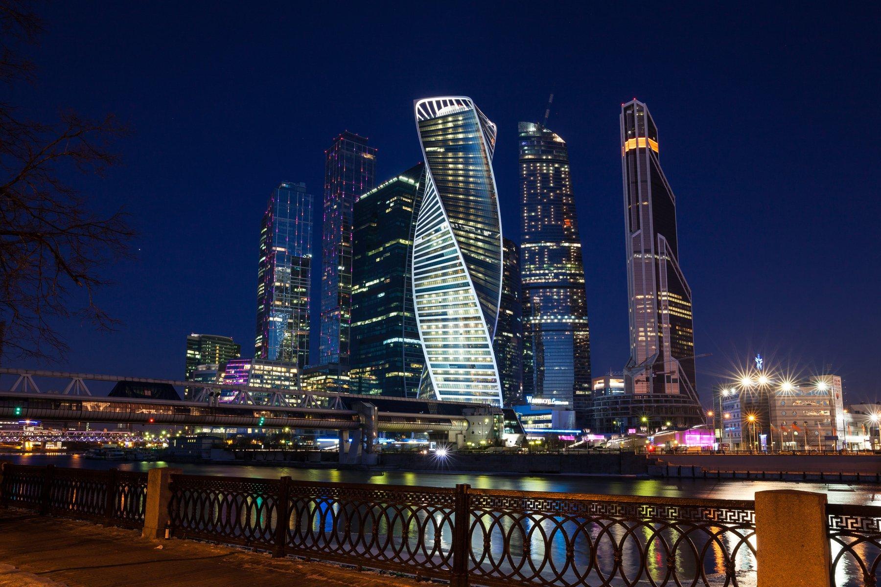 Москва, архитектура, город, пейзаж, городской, река, Россия, набережная, небоскребы, Сити, современный, финансы, экономика, утро, небо, синее, сумерки, огни, подсветка, Иван Губанов