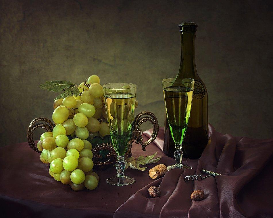 натюрморт, виноград, вино, бокал, бутылка, мускатный орех, Ирина Приходько