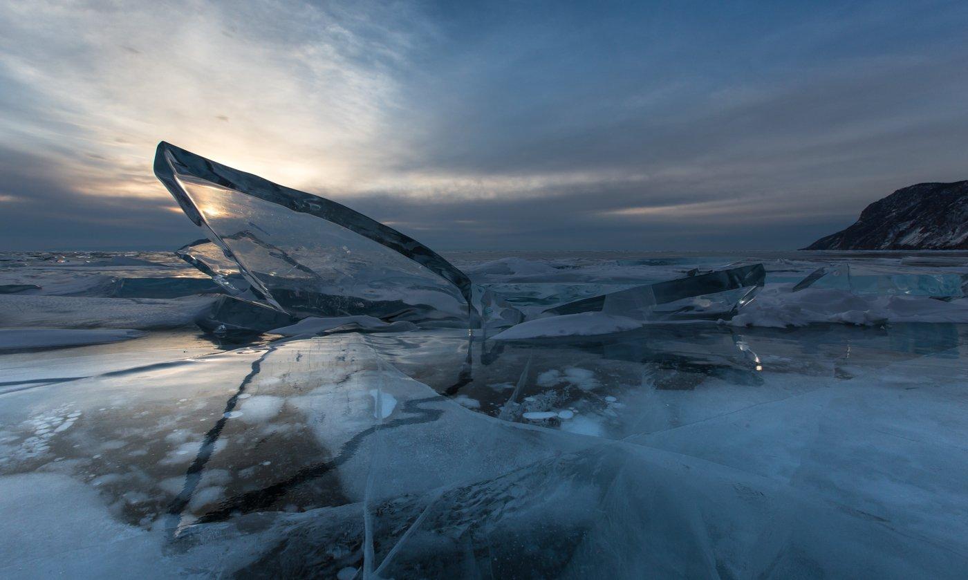 лёд,льдина,осколки,торосы,отражение,озеро,байкал,узуры,зима,рассвет,солнечный свет, синева,облака, прозрачность, ольхон,зеркальность, зеркало льда, зеркало, Ирина Назарова