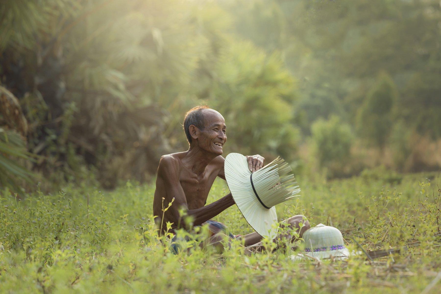 people,plam,man,old man,village man,hat,poor,asia,thailand,smile,hatter,milliner, SUTIPORN SOMNAM