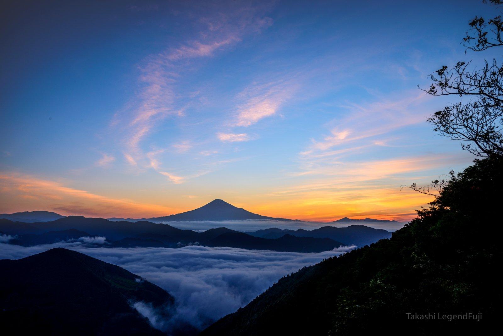 fuji,mountain,Japan,cloud,sky,orange,pink,blue,valley,beautiful,sea of cloud,, Takashi