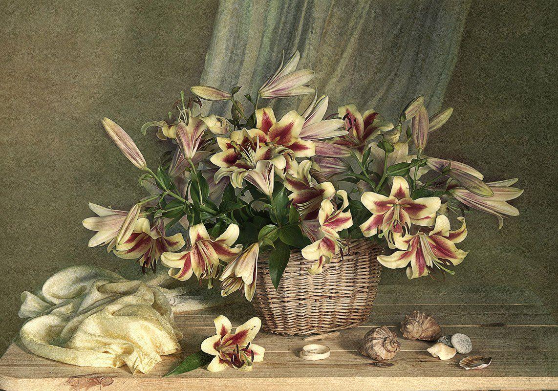 Натюрморт с лилиями . Вера Павлухина