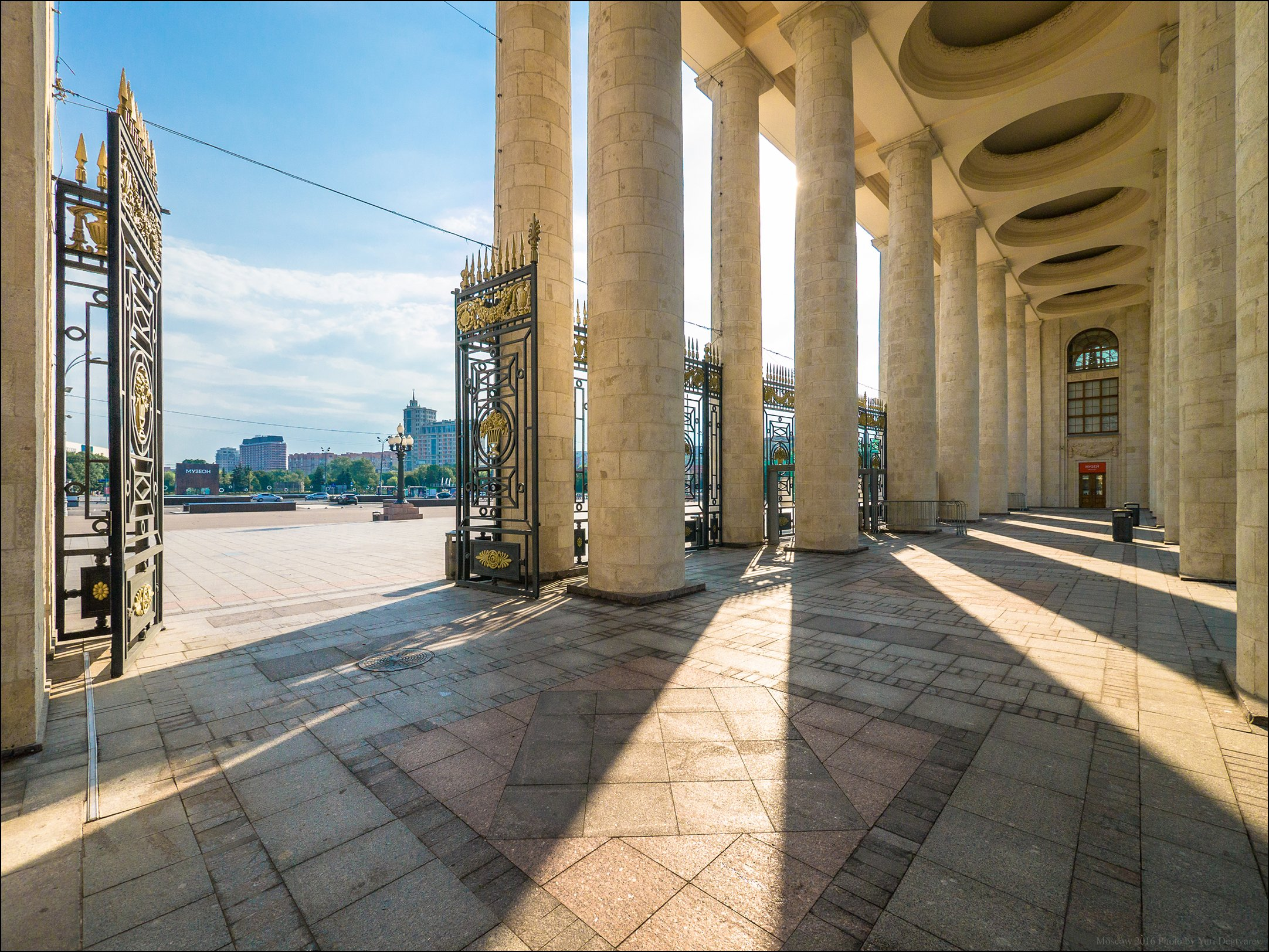 город, столица, Москва, Россия, Парк, Горького, ЦПКиО, главный, вход, тени, солнце, Юрий Дегтярёв