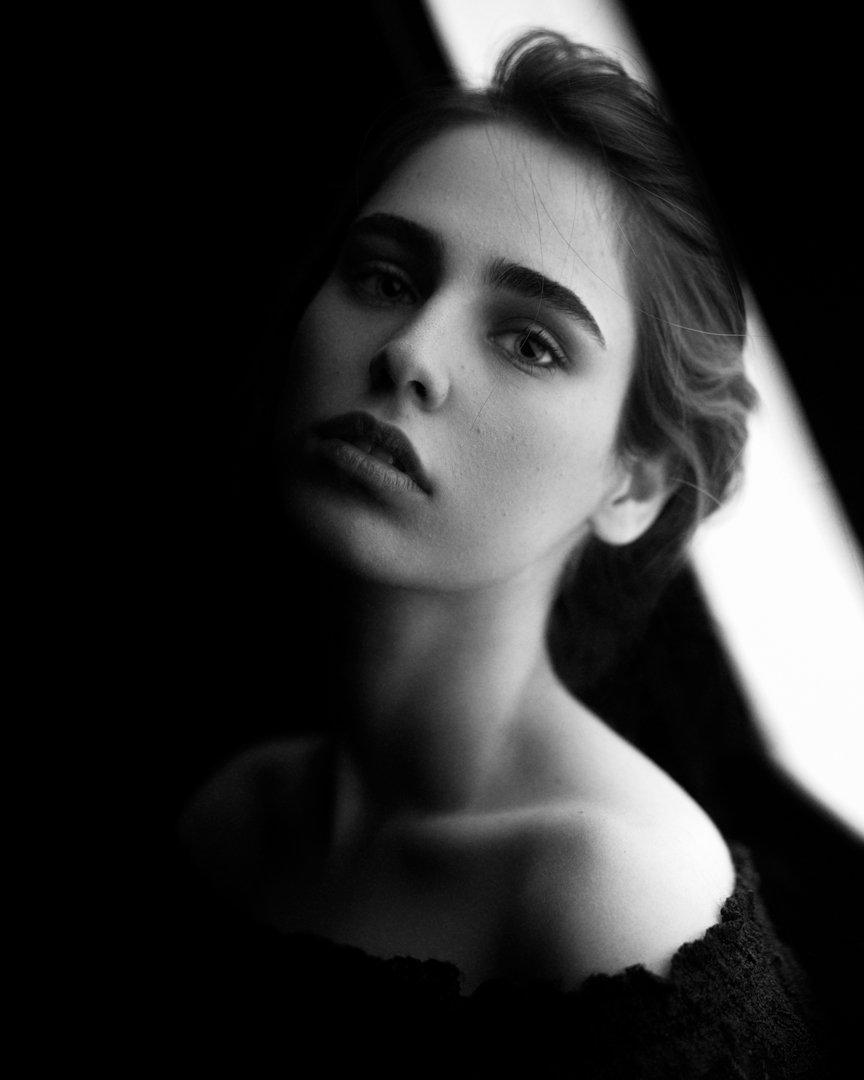 portrait,girl,light,bnw,blackandwhite,dark,, Nobakht