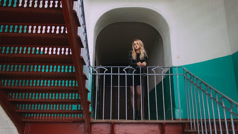 красиво, красота, девушка, модель, подъезд, парадная, дом, казарма, париж, пролетарка, город, тверь, beauty, beautiful, model, girl, woman, city, tver, house, Денис Доронин