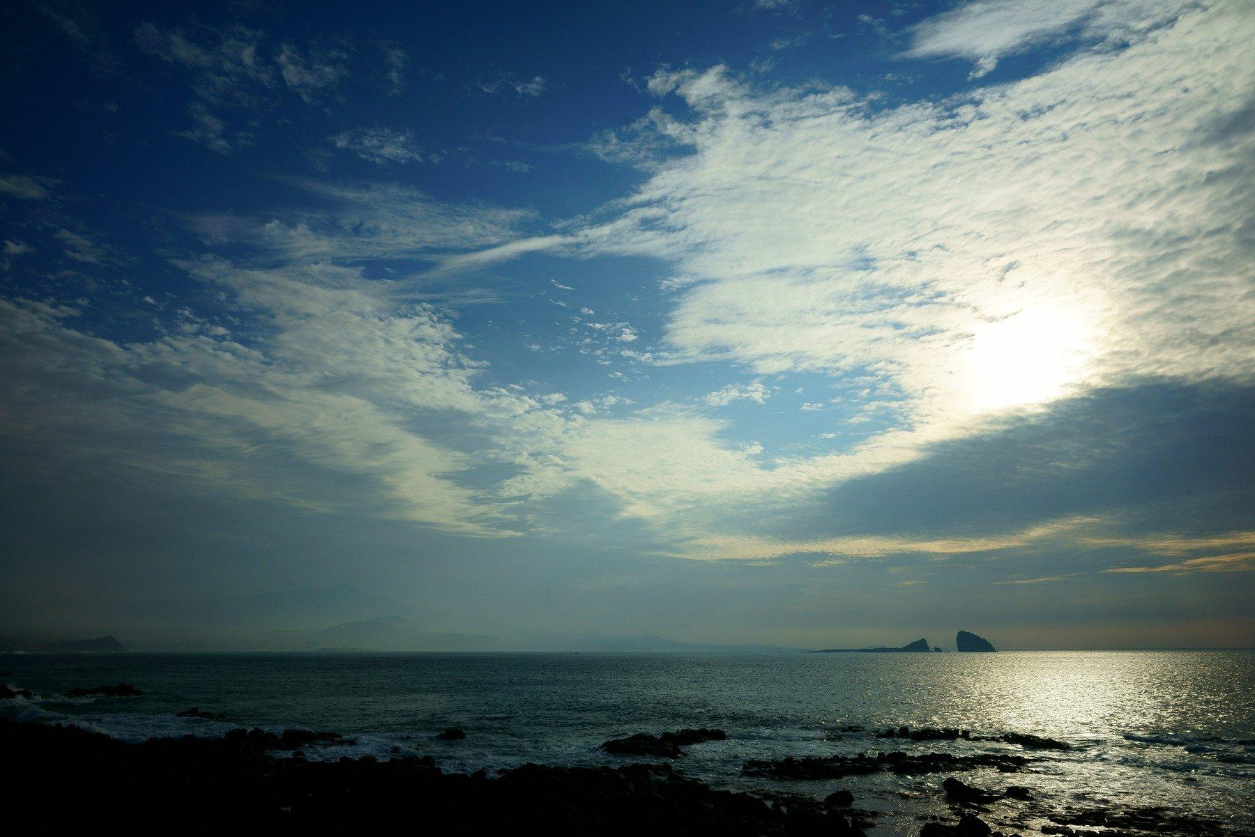 asia,korea,south korea,sea,island,seashore,horizontal,sky,cloud,light,reflection,rocks,, Shin