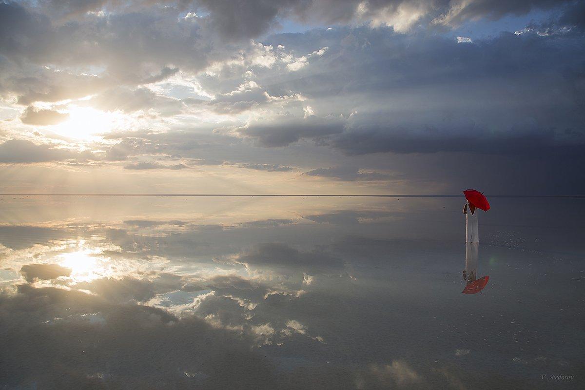 белое платье, девушка, красный зонт, облака, озеро, отражение, Федотов Вадим(Vadius)