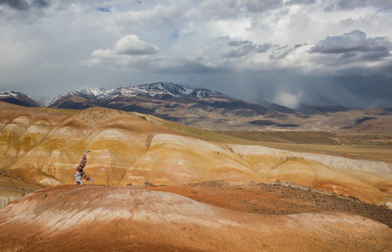 горы, цветная глина , непогода , тучи,алтай, кызыл-чин,марс, снег идет, Ирина Назарова