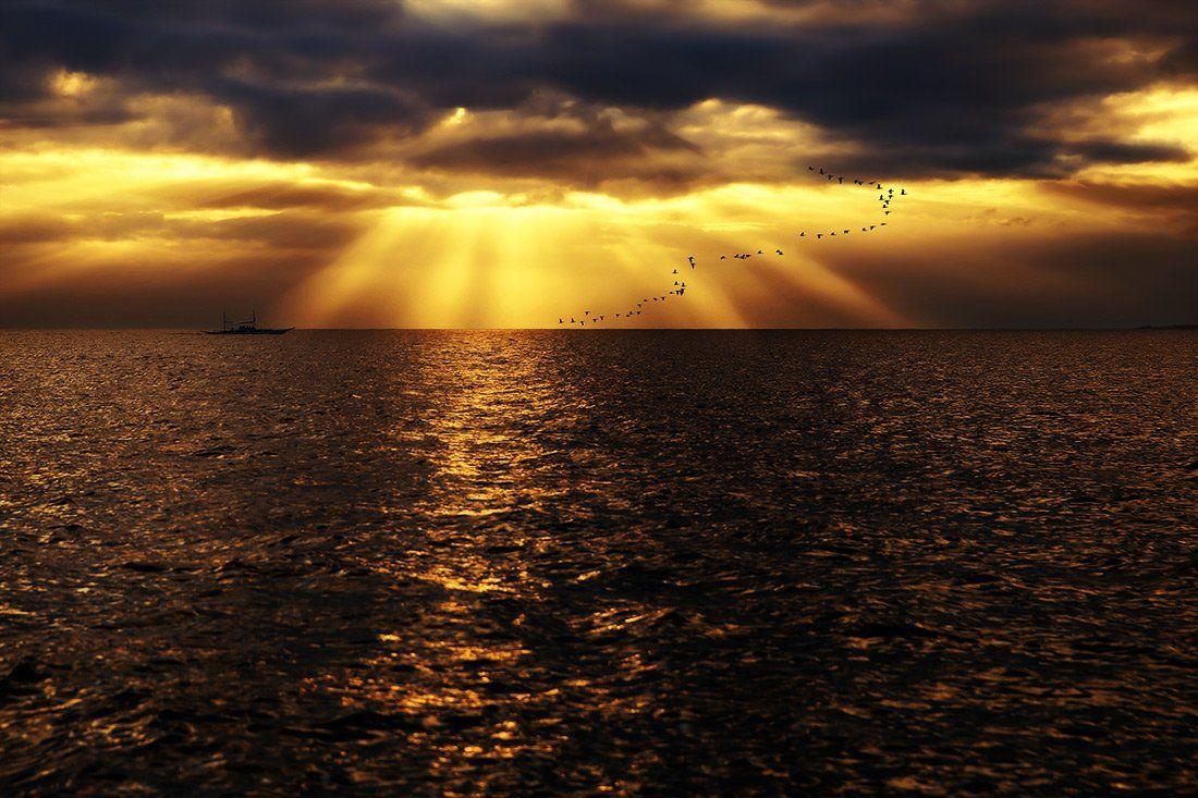 рассвет, тучи, лодка, стая птиц, птицы, пейзаж, океан, филиппины, лучи, снисхождение, Алла Соколова