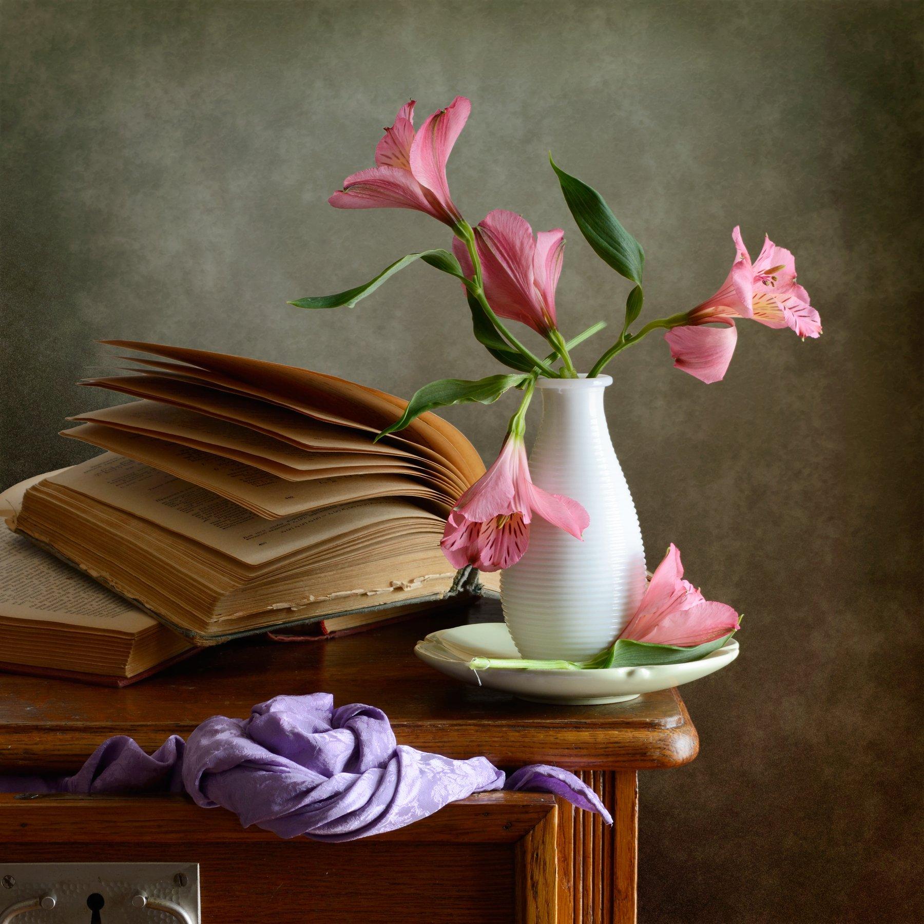 Классический, натюрморт, букет, мелкие, розовые, цветы, белая, ваза, старый, открытый, книга, фиолетовый, драпировка, интерьер, спальня, Николай Панов