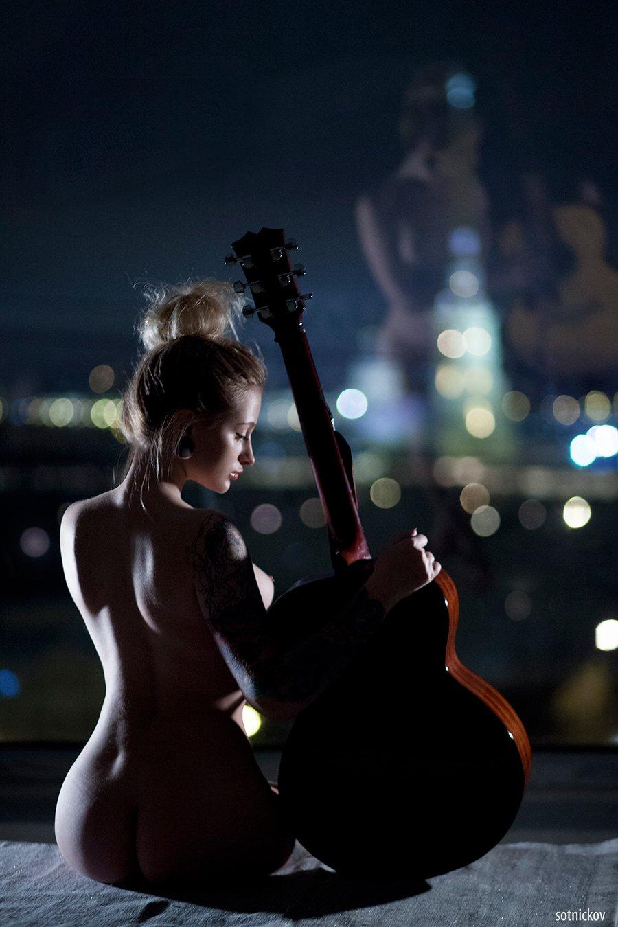 гитара, ночной город, огни, спб, питер, ппк, девушка, ню, фигура, свет, изгибы , Сотников Иван