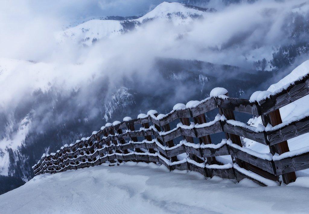 горы, альпы, забор, тучи, облака, зима, Алла Соколова