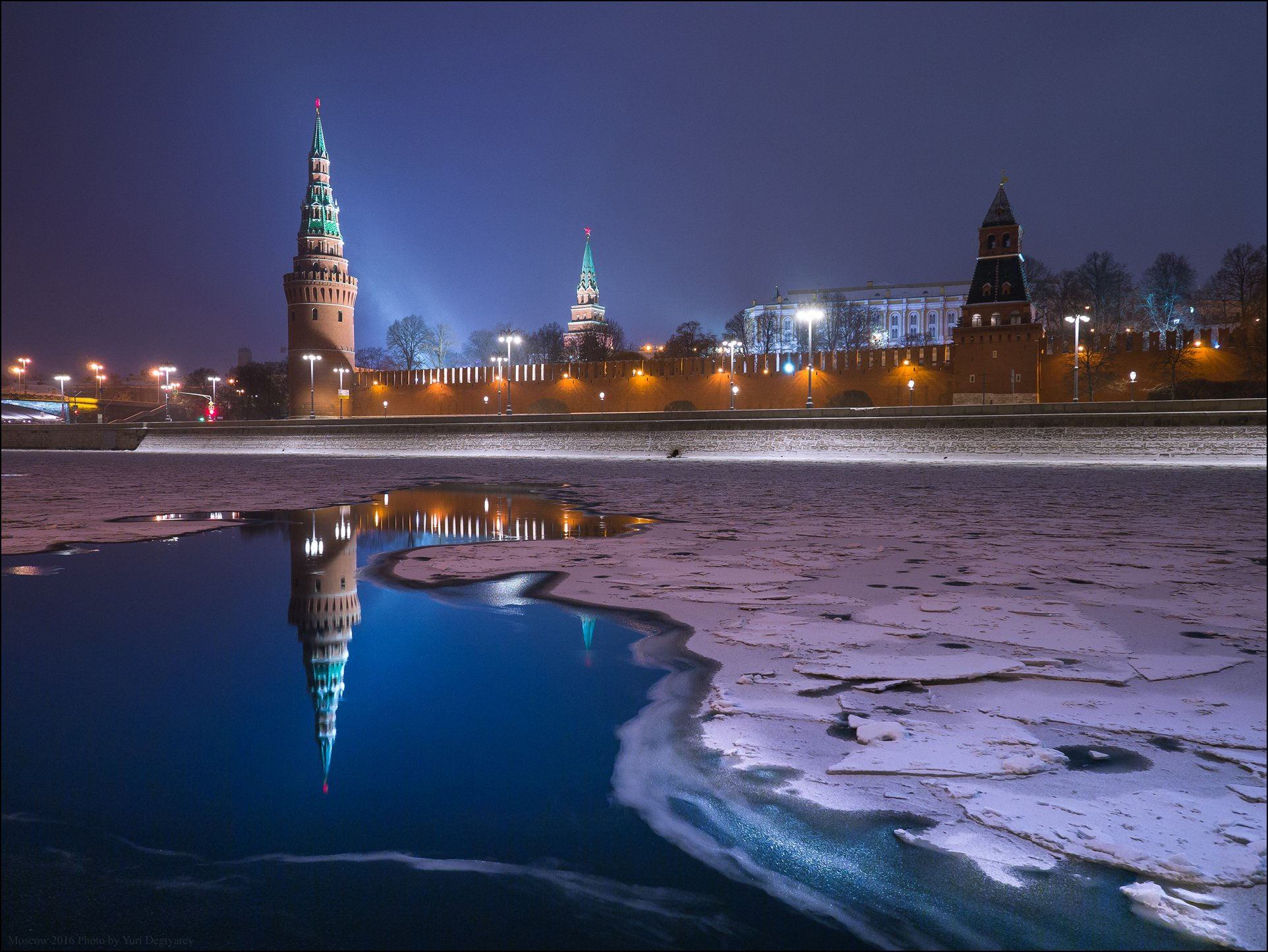 россия, москва, город, столица, зима, кремль, водовзводная, башня, река, лёд, снег, отражение, ночь, Юрий Дегтярёв
