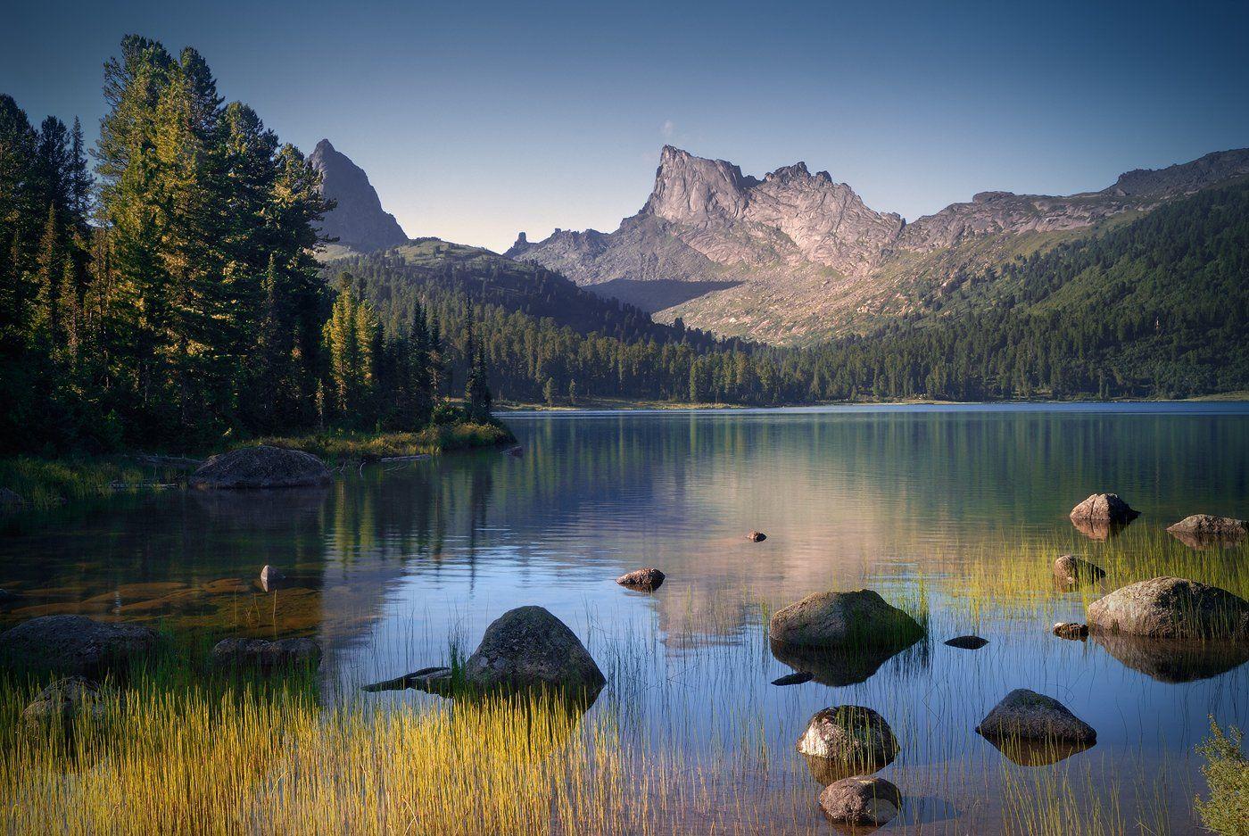 пейзаж, природа, озеро, горы, скалы, вершина, хребет, ергаки, саяны, красноярский край, вода, камни, осока, отражения, трава, высокий, большой, красивая, Дмитрий Антипов