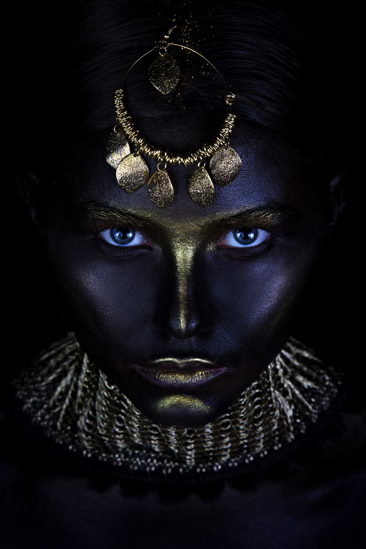 people, girl, portrait, makeup, art makeup, body painting, art, eyes, low key, black, color, leather, texture, eyebrows, jewelry, gold, lips, neck, collar, Mayan, tribe, life, look, creative, vision, Ковалёв Иван