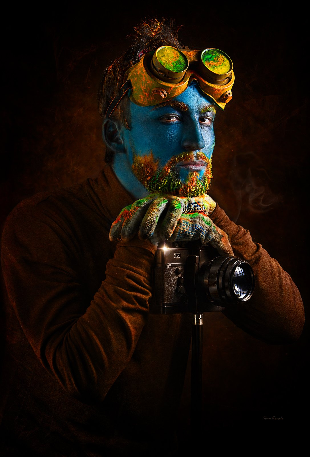 people, men, portrait, makeup, art makeup, body painting, art, eyes, low key, black, color, leather, texture, eyebrows, jewelry, gold, photo, neck, collar, mayan, tribe, life, look, creative, vision, Ковалёв Иван