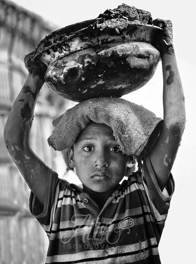ребёнок, мальчик, пацан, слезинка, плачет, обида, эмоция, работа, грязь, глина, бангладеш, Алла Соколова